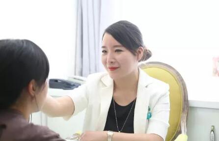 一个用纹绣撬动五官之美的艺术家--张丹