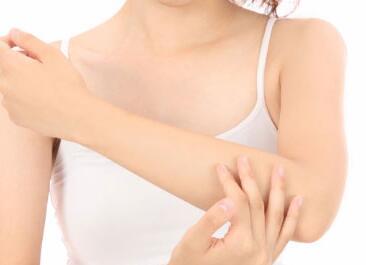 上臂吸脂的过程中吸脂针的方向重要吗?