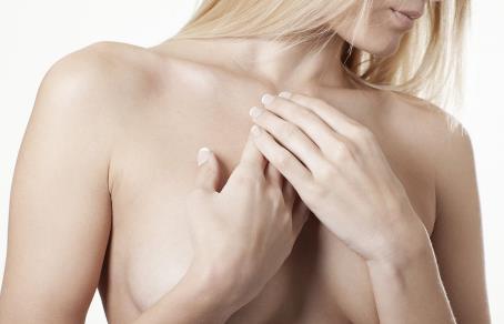 假体隆胸要怎么做才像真胸一样那么柔软