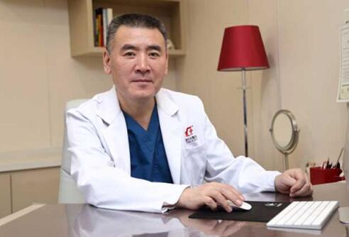 上海第一人造美女张迪的主刀医生-何晋龙