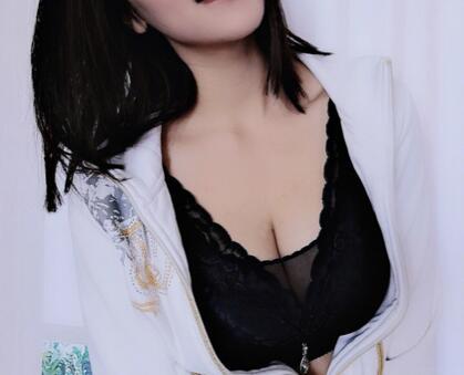 假体隆胸让你做回性感女人