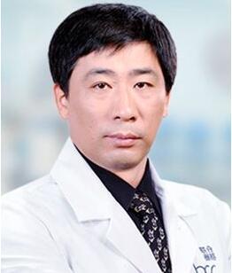完成手术20000余例的郭震宇医生
