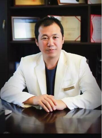 郑昆医生从医获得过的荣誉及口碑评价