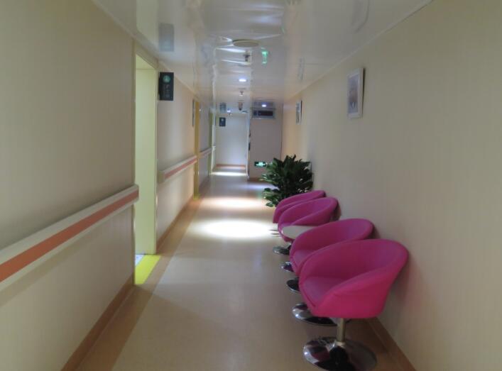 北京煤医医疗美容医院走廊